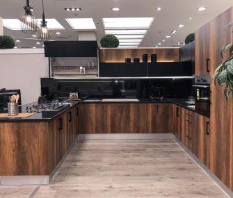 مطبخ بني مقاس 3.3*3.3 متر