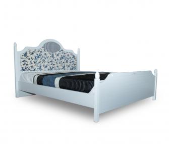 سرير 180 سم ابيض بالورد الازرق لغرفة ماستر